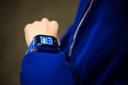 chytre-detske-hodinky-v-cestine.jpg